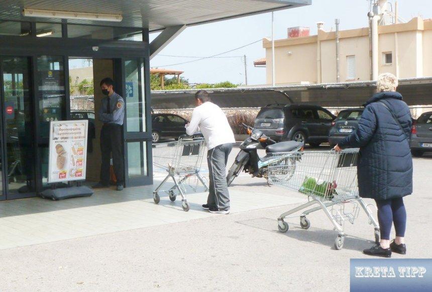 Einlasskontrollen in Supermärkten