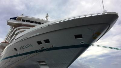 MS ARTANIA in Papeete