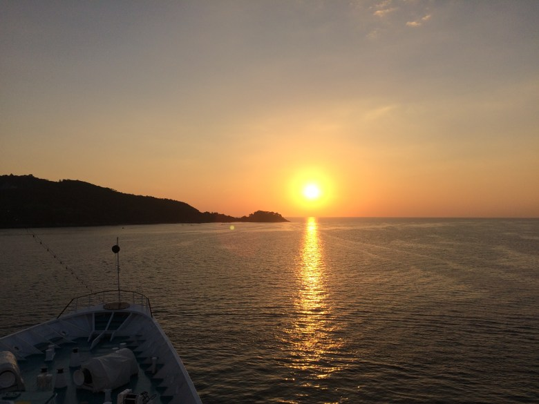 Traumhafter Sonnenuntergang in der Phatong Bay