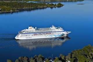 , AIDAcara streift in Oslo den Pier und wird leicht beschädigt