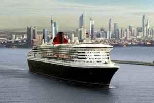30. Hamburg-Besuch der Queen Mary 2 wird mit Flag Parade gefeiert