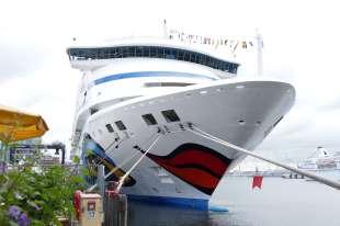 Am 18.06.2016 legte ein AIDA Schiff zum 250. Mal in Kiel an. Im Bild AIDAvita am Schwedenkai. Foto: Rolf Dunkel
