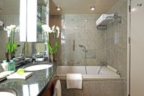 silver-wind_veranda-bathroom