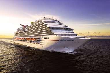 , Queen Latifah tauft die neue Carnival Horizon in New York