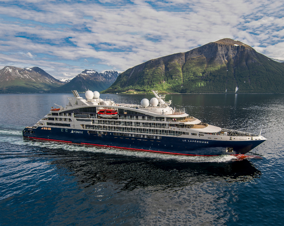 PONANT - Le Lapérouse in norwegischem Fjord © Ponant -Philip Plisson