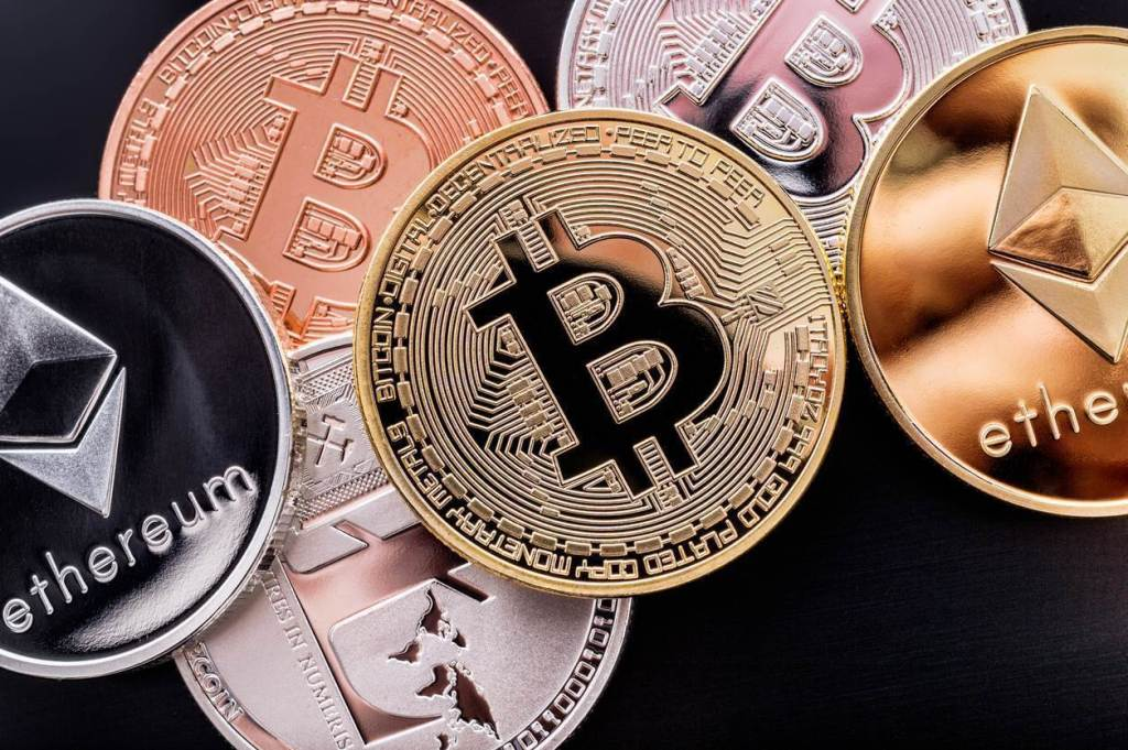 Bitcoin, Ethereum ve XRP Durağan, Bu DeFi Altcoin'leriyse Sert Yükseldi!