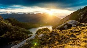 fiordland_mountain_sunrise-1600x900