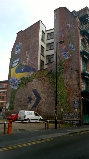 Māksla uz mājas ugunsmūra. Mančestras centrā, apmaldoties ceļā uz Pikadilī staciju.