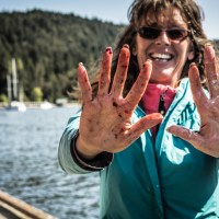Dirty hands, happy heart. One of the fishers weighs in her catch.