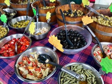 Lomond Shores : Olives and Thingz Stall