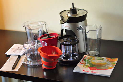 - pieces of the cold press juicer