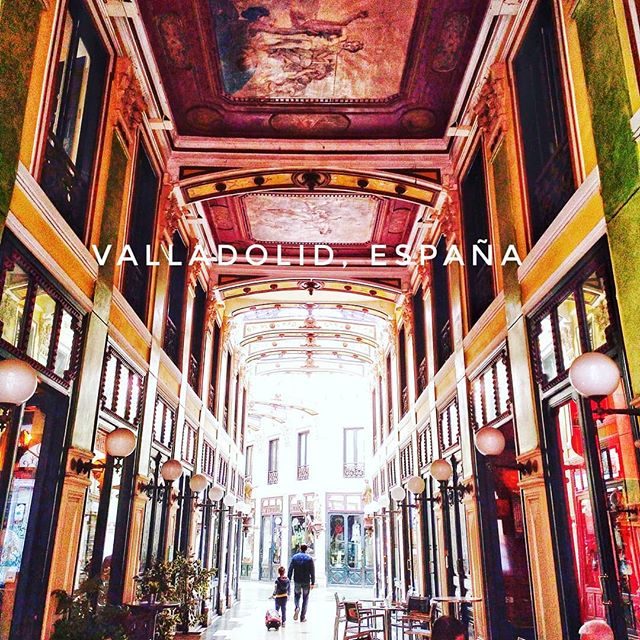 A beautiful #vintage shopping centre now line with cool #bars. A must to visit!#insta #instapic #valladolid #tourist #happy #PicOfTheDay #magnificientShot #Sexy #holiday #MyStory #WorldTour #vacaciones #holidayporn #relax #HappyMoments #love #enjoy #family #fun #vacation #shopping #shop #life #healthy #dream #DreamVacation  #fashion