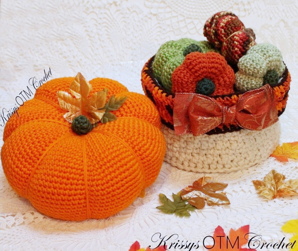 After you crochet this big pumpkin, make some smaller pumpkins and this plaid basket to hold them and you will have a beautiful arrangement.