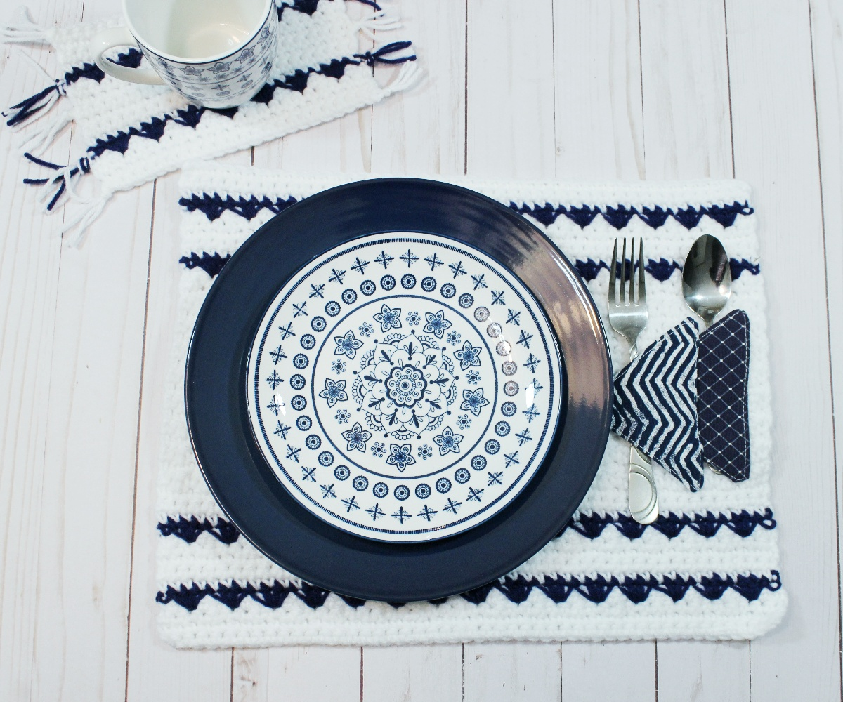 Free crochet pattern for the Seaside Reflections Placemat.