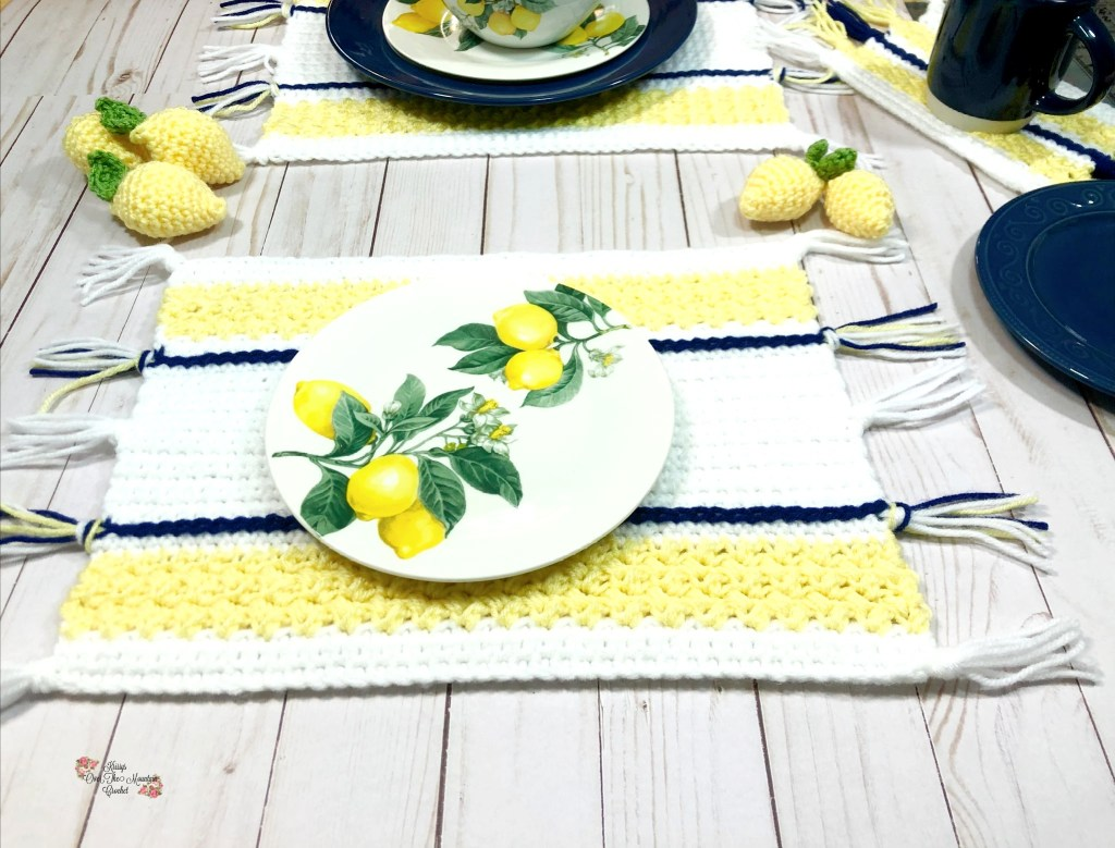 Crochet this Lemon Farmhouse Placemat for your summer home. Farmhouse Decor is so nice and lemons are so cheerful
