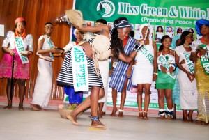 CONTESTANTS ON TRADITIONAL ATTIRE