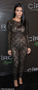 2EAFC69000000578-3329024-Racy_in_lace_Kourtney_Kardashian_turned_heads_when_she_showed_up-a-111_1448177541093