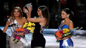 download-video-epic-fail-as-steve-harvey-crowns-the-wrong-winner-at-miss-universe-2015