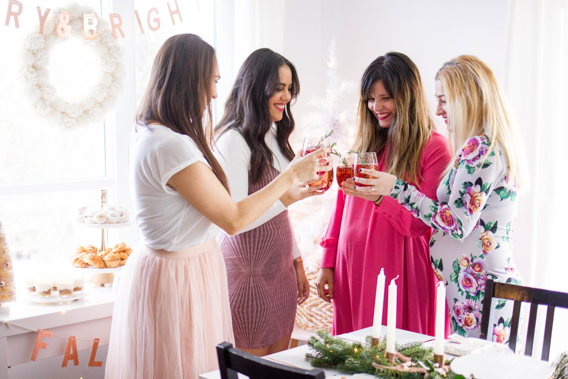 How to throw the ultimate girls holiday brunch-'Tis the season for sparkle, cocktails, and all the holiday parties! I'm sharing my top tips on how to throw the ultimate girls holiday brunch, stress-free.