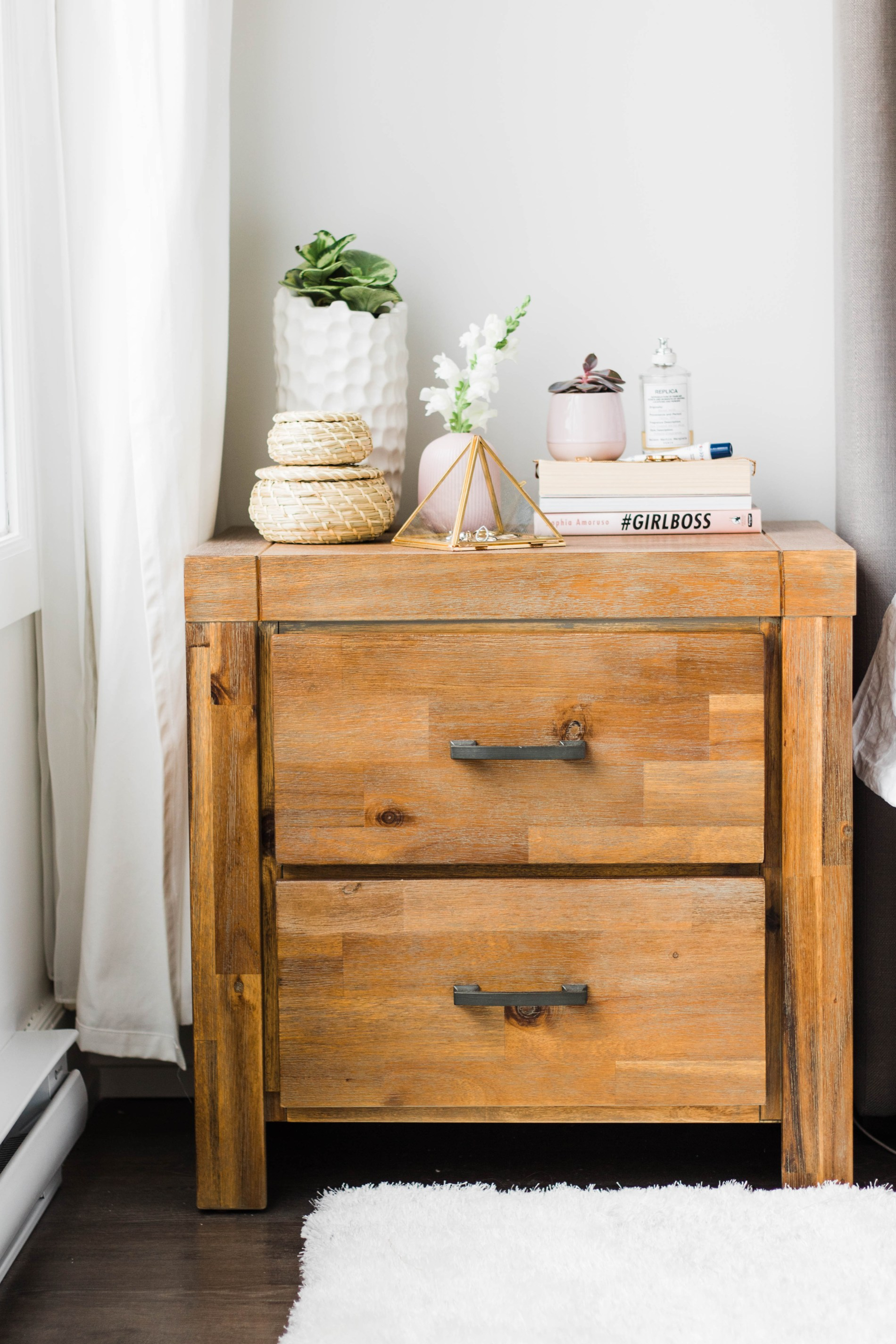 Styling a Nightstand: A minimalist Approach #homestyle #homedecor #bedroom