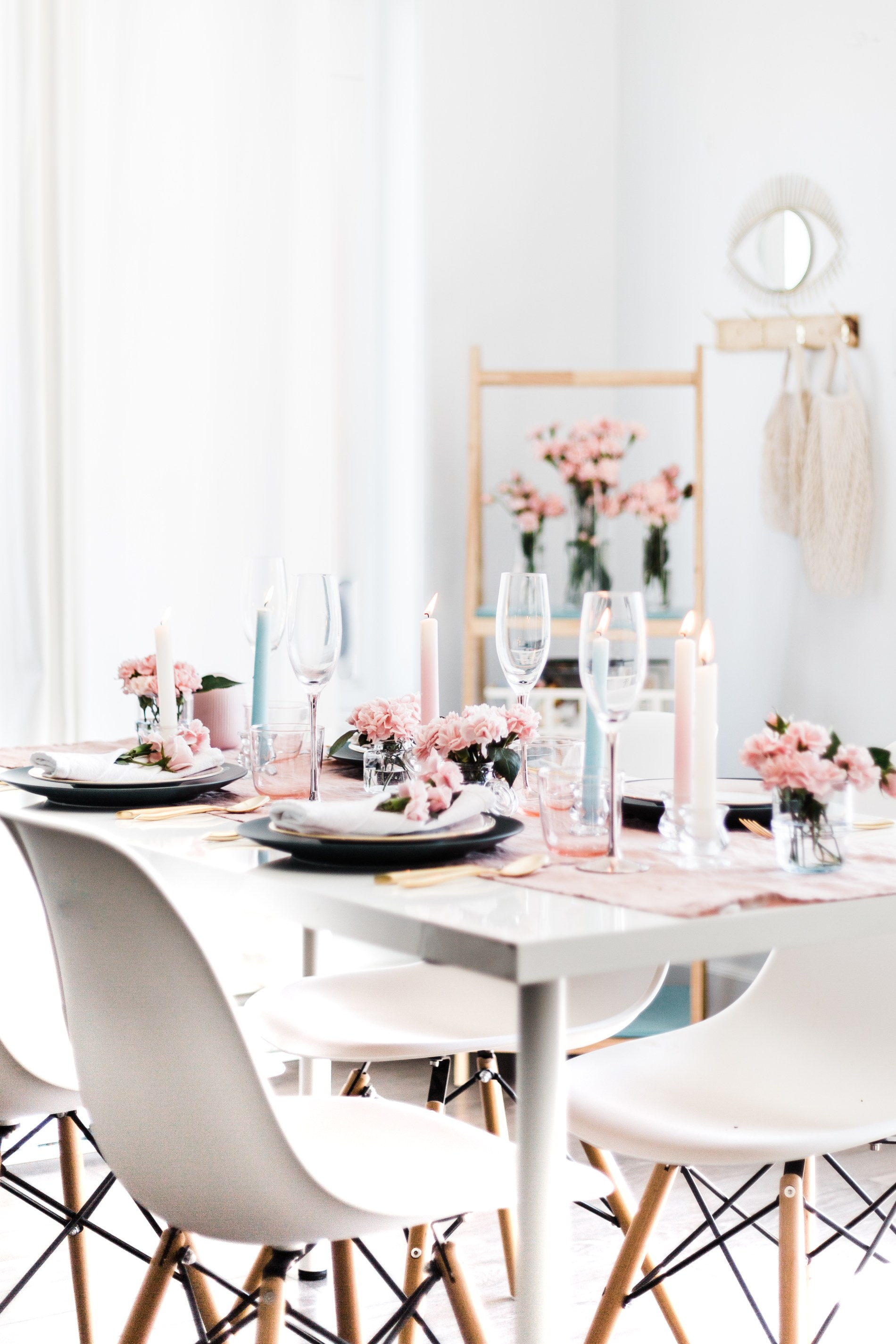 Floral Mother's Day Tablescape #mothersday #tablescape #tablesetting #springtable #entertaining