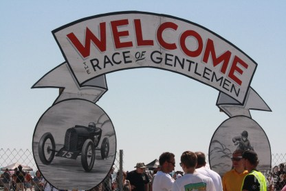 Race of Gentlemen - Welcome to the Pits