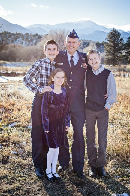 kids with dad in uniform