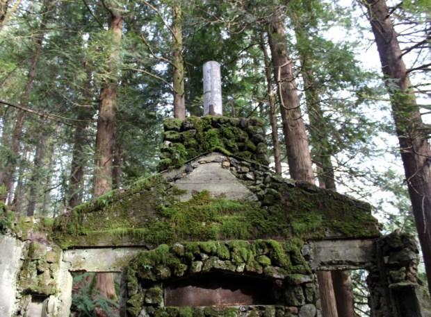 skamania stone house chimney hearth