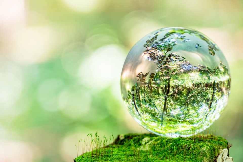 Können wir die Welt zum besseren, liebevolleren Ort verändern? Themen: bessere Welt, heile Welt, Weltveränderung, Weltverbesserung, heile Erde, Heilung der Erde, die Welt zum besseren Ort verändern, grüne Erde, grüner Planet, Verbesserungskonzepte, Veränderung, Transformation des Planeten,