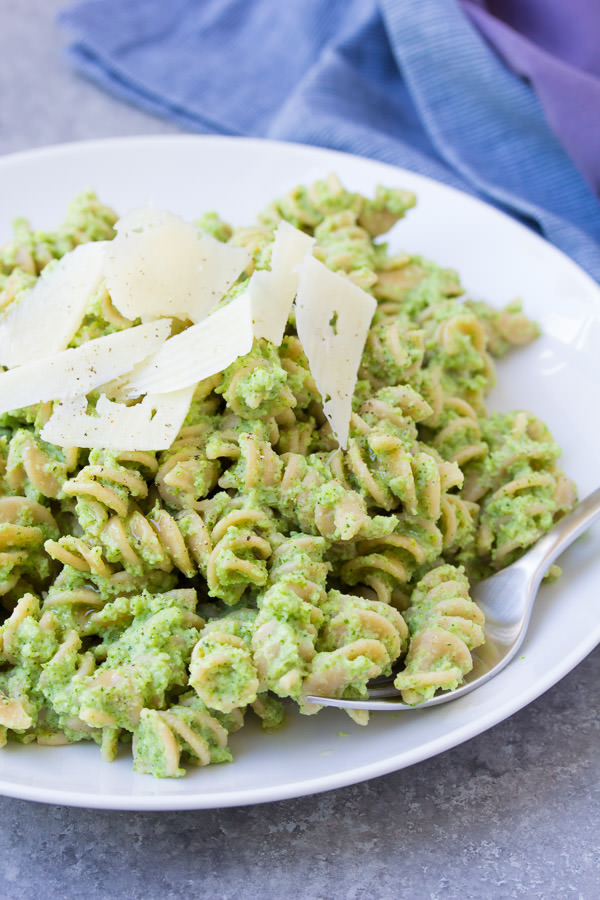 Nut-Free Broccoli Pesto Pasta. A healthy 30 minute dinner recipe that makes it easy to eat more vegetables!