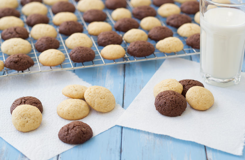 Homemade Vanilla Wafers and Chocolate Vanilla Wafers- You won't be able to resist these bite-sized treats! | Kristine's Kitchen