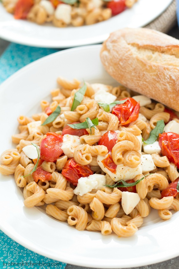 This Caprese Pasta is quick, easy, and flavorful!