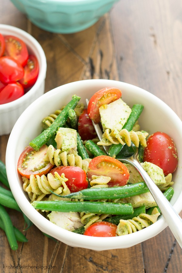 This Spinach Pesto Pasta with Fresh Green Beans and Chicken is a fresh and healthy summer meal!