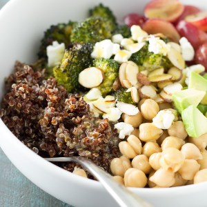Quinoa and Roasted Broccoli Lunch Bowls - make ahead for easy, healthy weekday or work lunches!