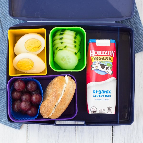Fast and healthy school lunch ideas and tips! These make ahead lunch ideas save you time and effort! | www.kristineskitchenblog.com