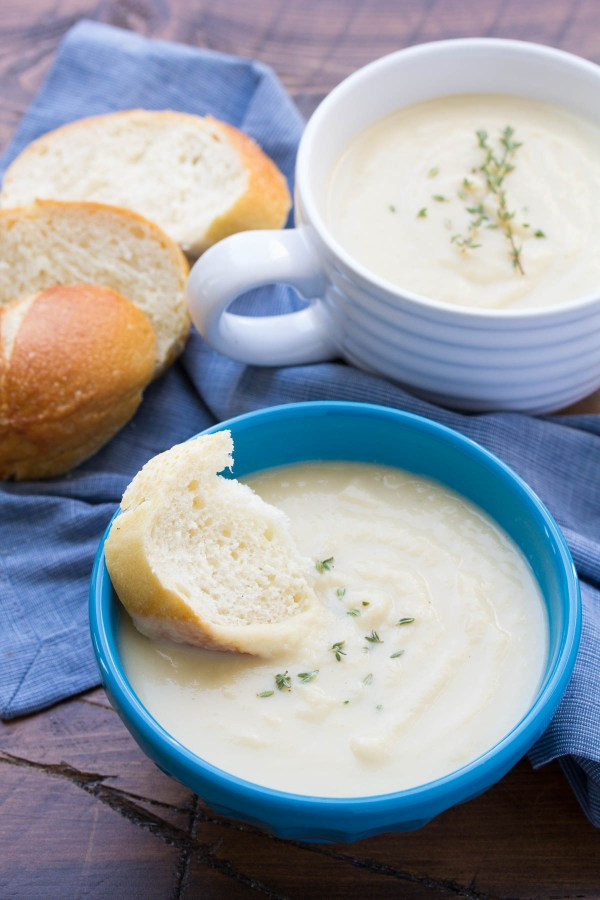 Creamy, Easy Cauliflower Leek Soup, ready in 30 minutes! Healthy and vegetarian. | www.kristineskitchenblog.com