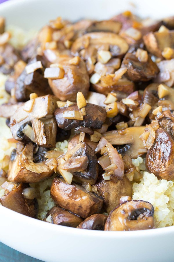 Balsamic Garlic Roasted Mushrooms and Quinoa. An easy holiday side dish recipe, plus ideas for make ahead lunch bowls! | www.kristineskitchenblog.com