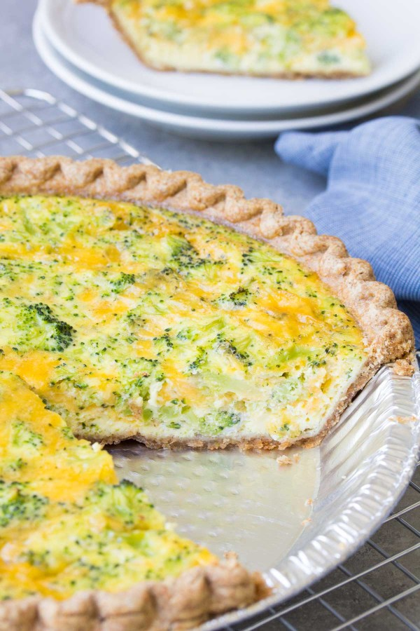 An easy broccoli cheese quiche recipe, made with just 5 ingredients! This broccoli cheddar quiche is a family favorite for dinner, breakfast or lunch!