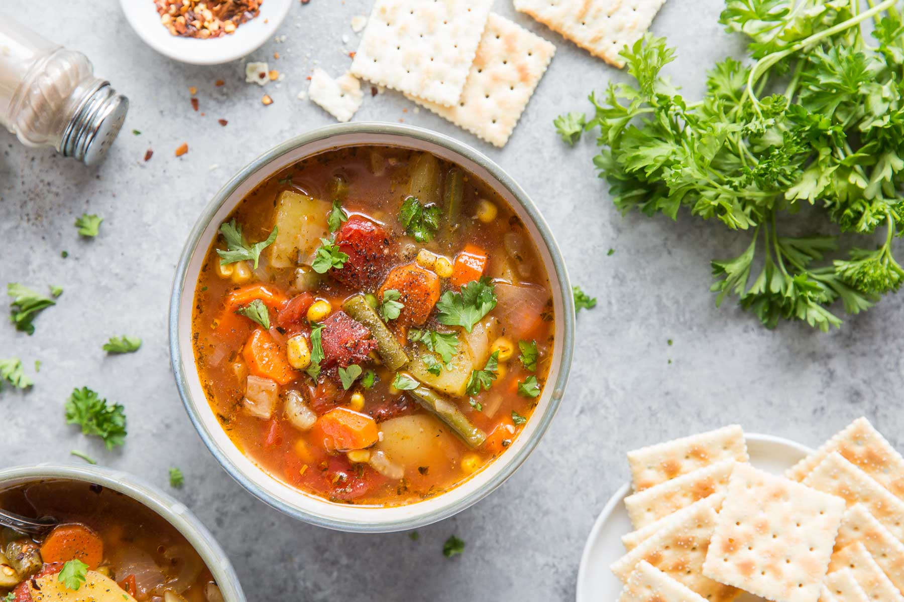 instant pot vegetable soup served with crackers