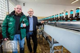 """Privatbrauererei Lasser - Geschäftsführer Andreas Walter und 2. Braumeister Olof Endler mit dem neuen Bier """"Lasser Hell"""""""