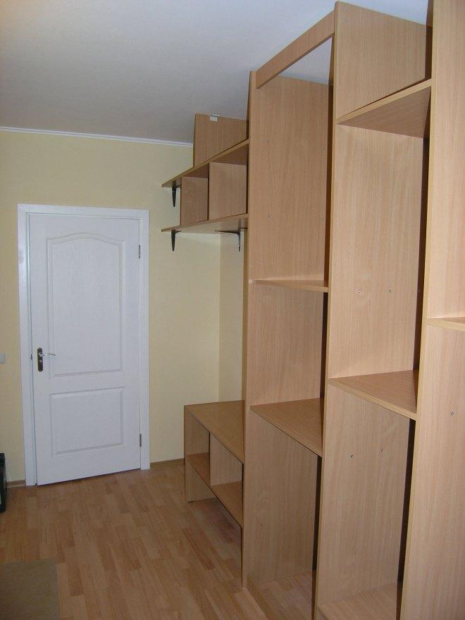 2005-03-21-closet-bones
