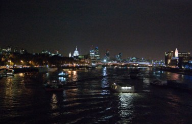 lautat Thames-joella