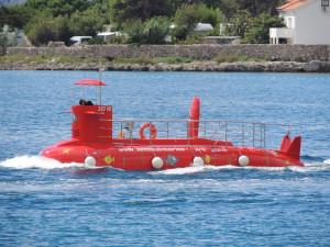 Piros tengeralattjáró Krk városban