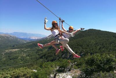 Zipline a hegyek között