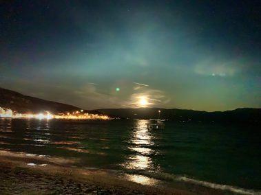 Éjjel a tenger