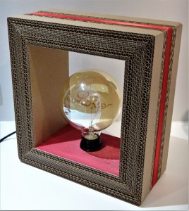 lampe en carton original design LOVE