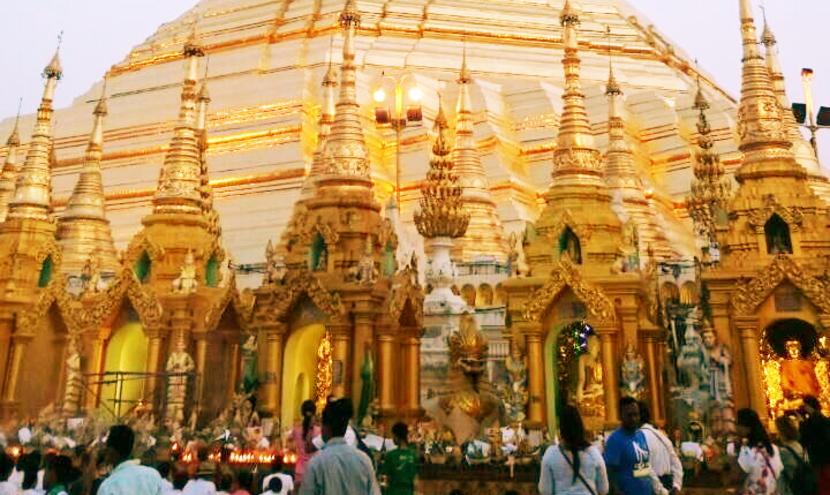 黄金の寺院「シュエダゴン・パゴダ」