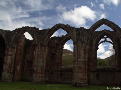 The sun was shining at Melrose Abbey