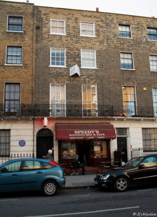 Sherlock! Scheinbar wird die Wohung vermietet. Auf jeden Fall ist die Tür links von der Markise dann 221b Baker Street