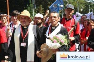 Pielgrzymi wraz z kapłanami